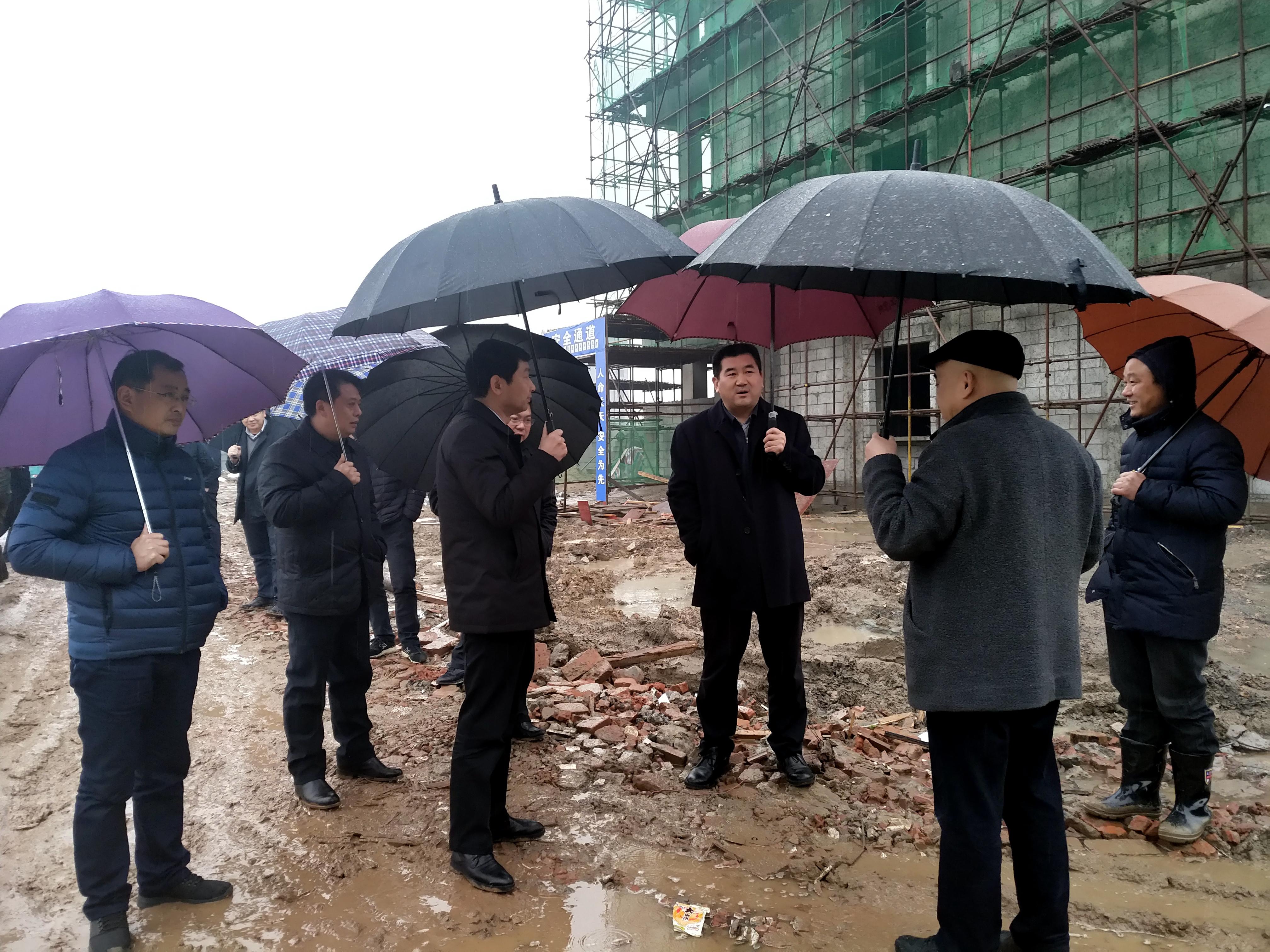 朱万奎同志一行实地察看康宏生态小龙虾加工项目建设现场.jpg