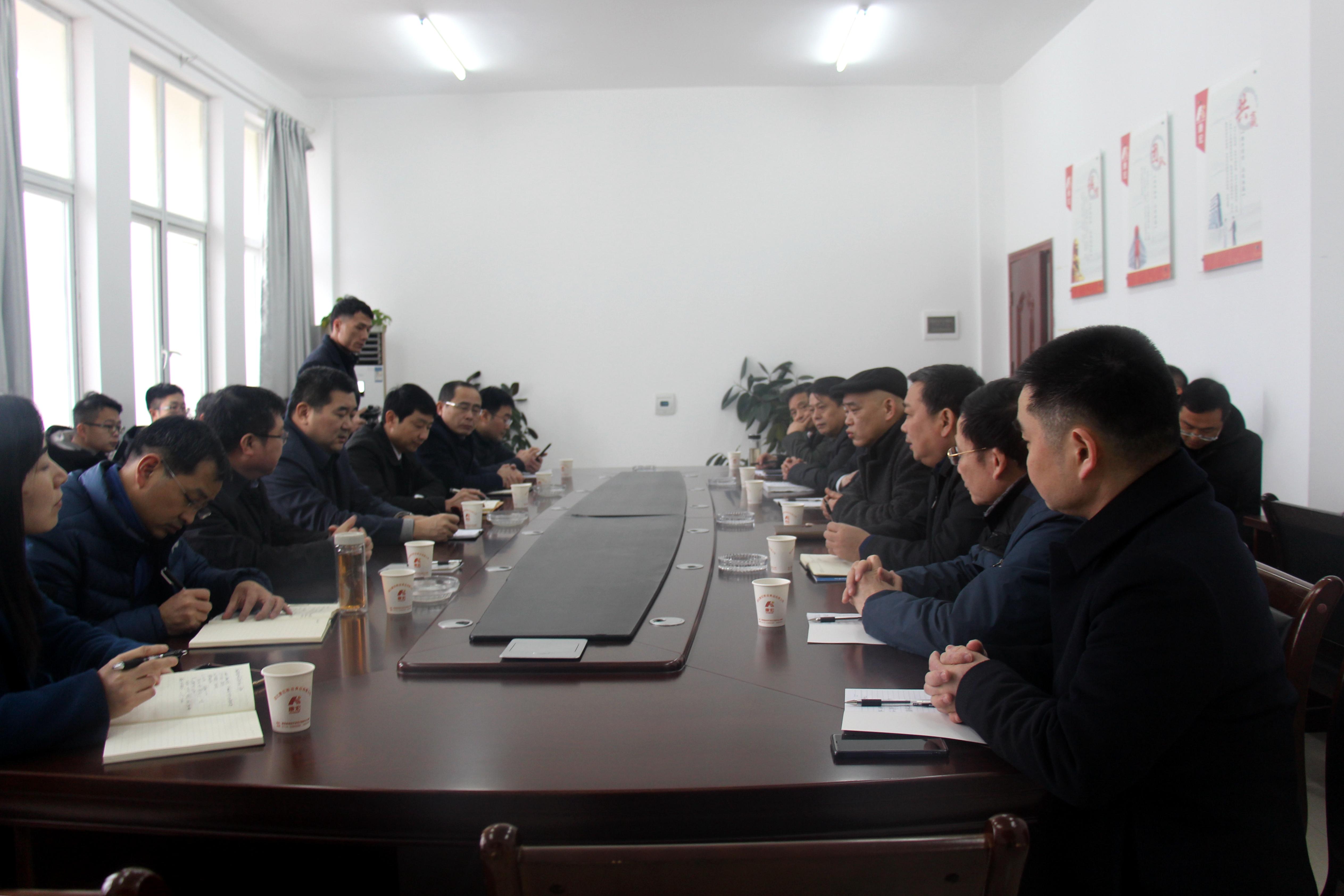 朱万奎同志一行听取康宏企业经营情况汇报并与黄梅县委、县政府及小池管委会主要负责人座谈.JPG